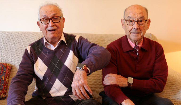 Personas mayores con reloj gps